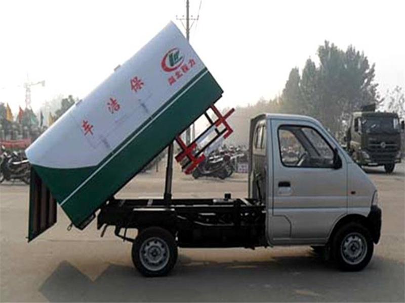 最新长安小型密封式垃圾车图片