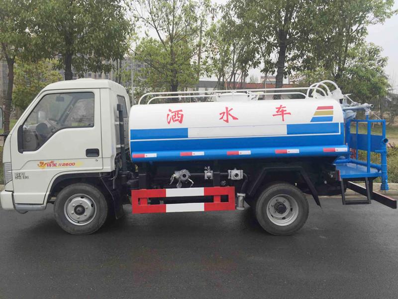 福田时代3吨洒水车