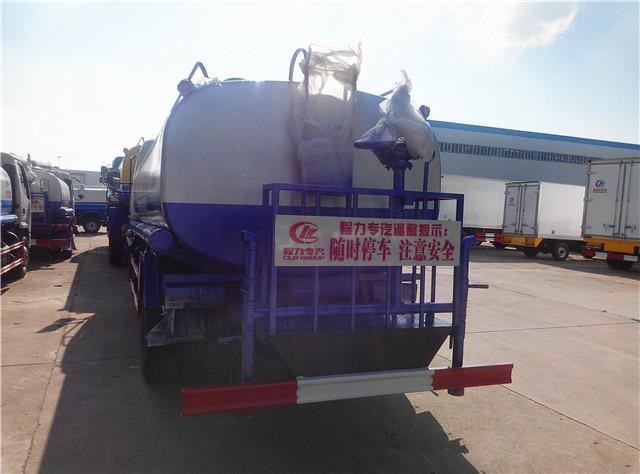 东风多利卡8吨洒水车