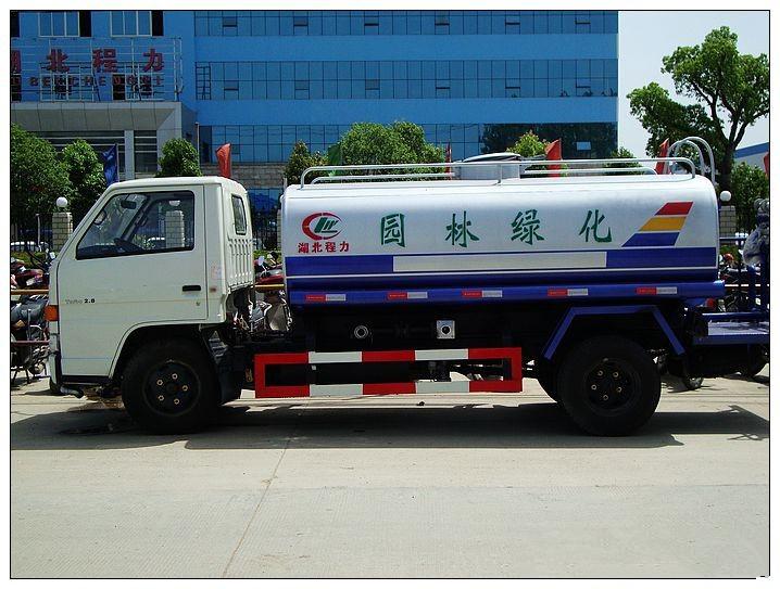 江铃6吨洒水车图片