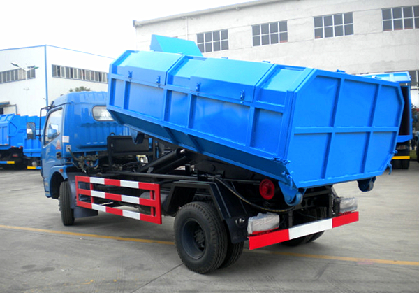 亚博体育官网多利卡6方拉臂式垃圾车