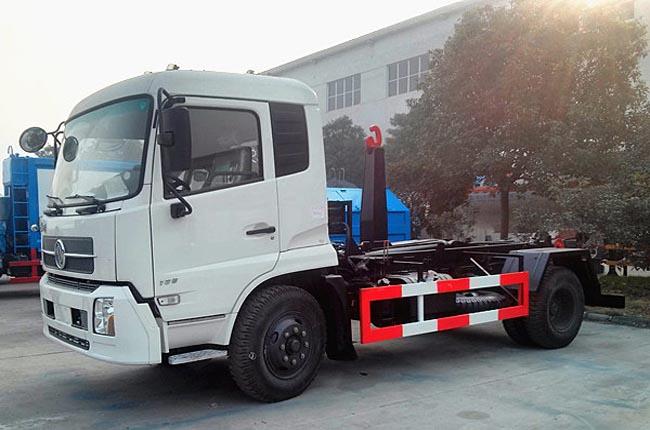 东风天锦8吨钩臂式垃圾车