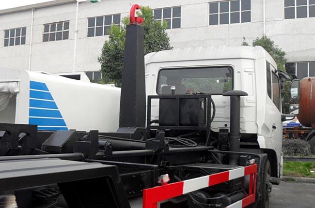 东风天锦12方钩臂式垃圾车