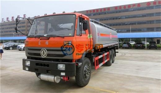 亚博体育官网后八轮20吨运油车