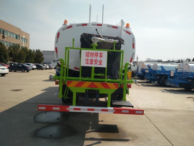 东风多利卡D9洒水车后平台