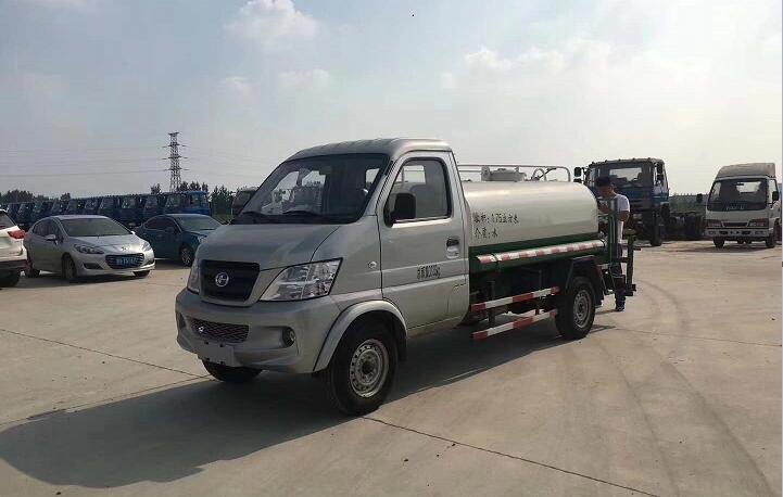 昌河2吨汽油洒水车图片