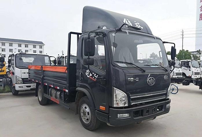 解放虎VH国五5.15米气瓶运输车45度图片展示