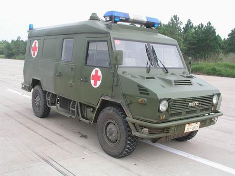nj2046xjhs型依维柯越野救护车图片