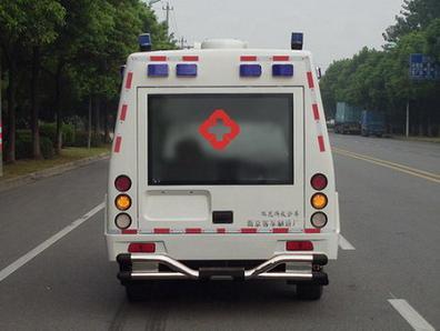 郑州日产锐骐四驱皮卡救护车