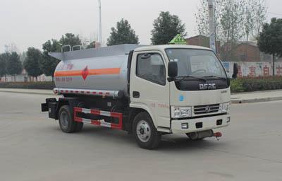SCS5070GRY 4.8方甲醇易燃液体罐式运输车