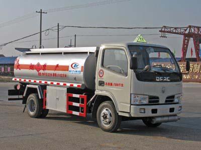 东风多利卡加油车(程力威加油车CLW5070GJYD4)