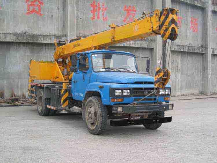 东风散装废品起重运输车图片
