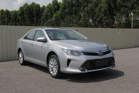 丰田混合动力轿车图片