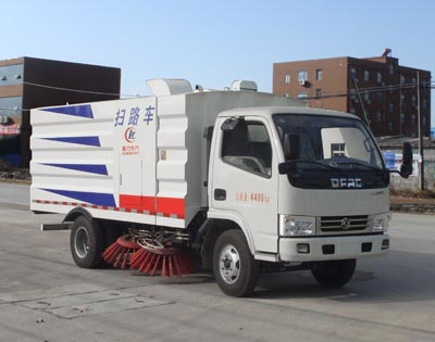 CLW5040TSLD5型扫路车
