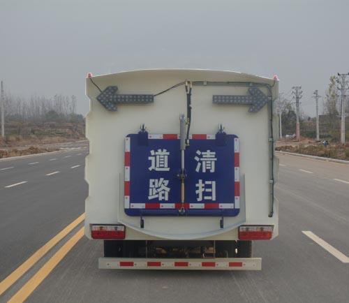 东风小多利卡5方扫路车