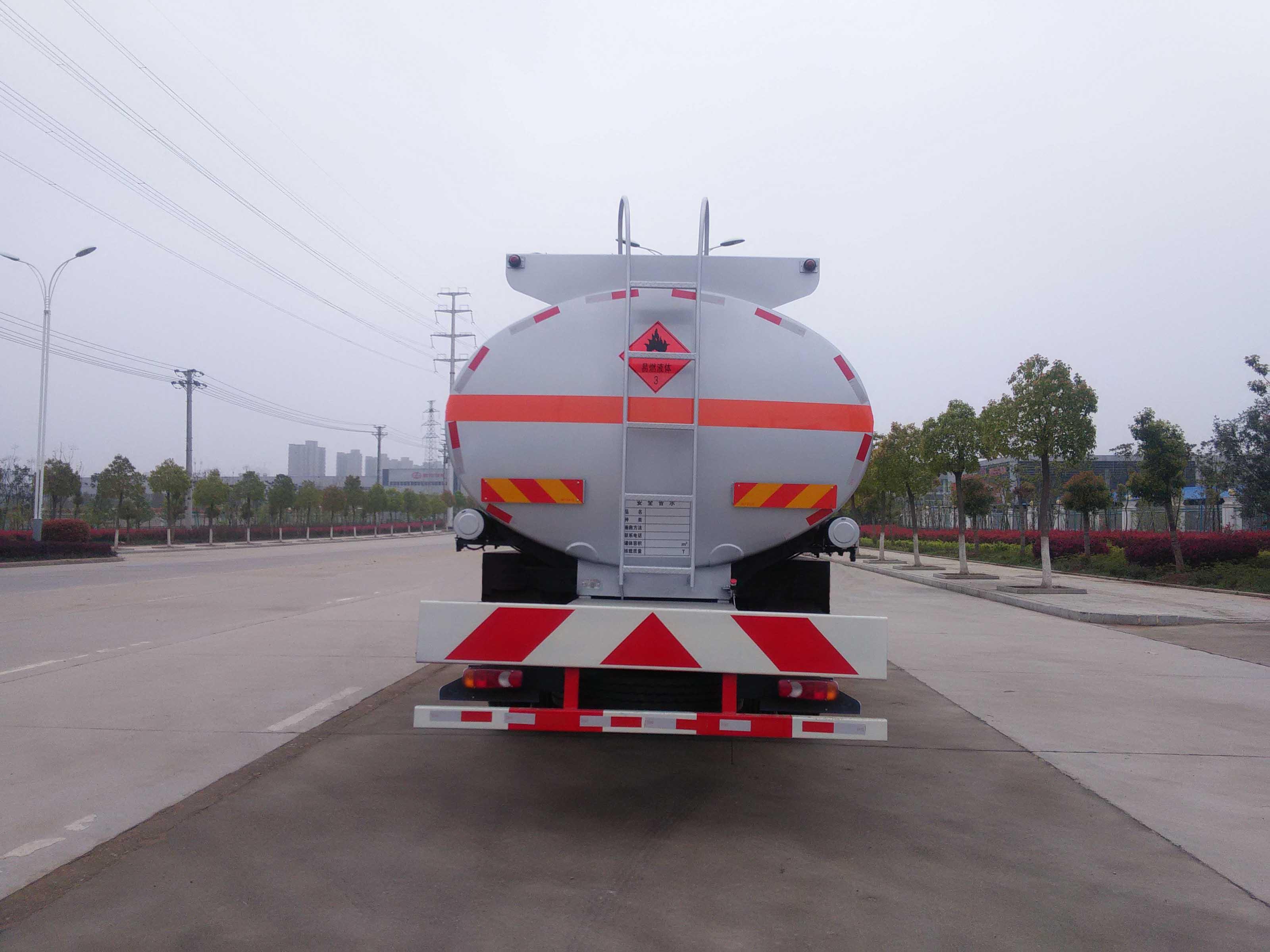 東風D912運油車(15噸18.6立方)圖片
