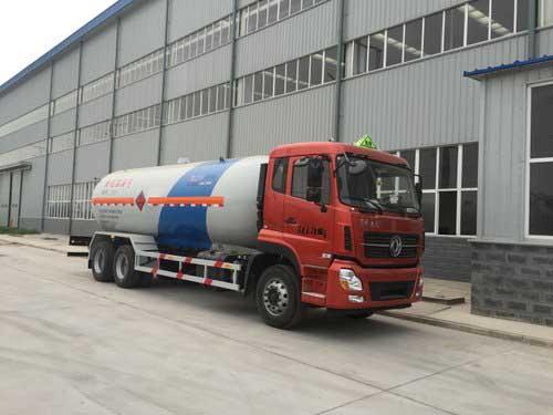 东风后八轮液化气体运输车