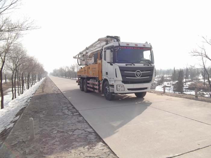 福田欧曼后八轮混凝土泵车