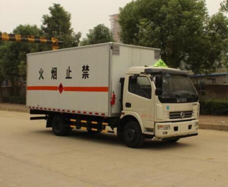 东风凯普特单排易燃气体厢式运输车