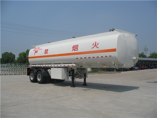 30噸加油半掛車的主要用途及特點圖片