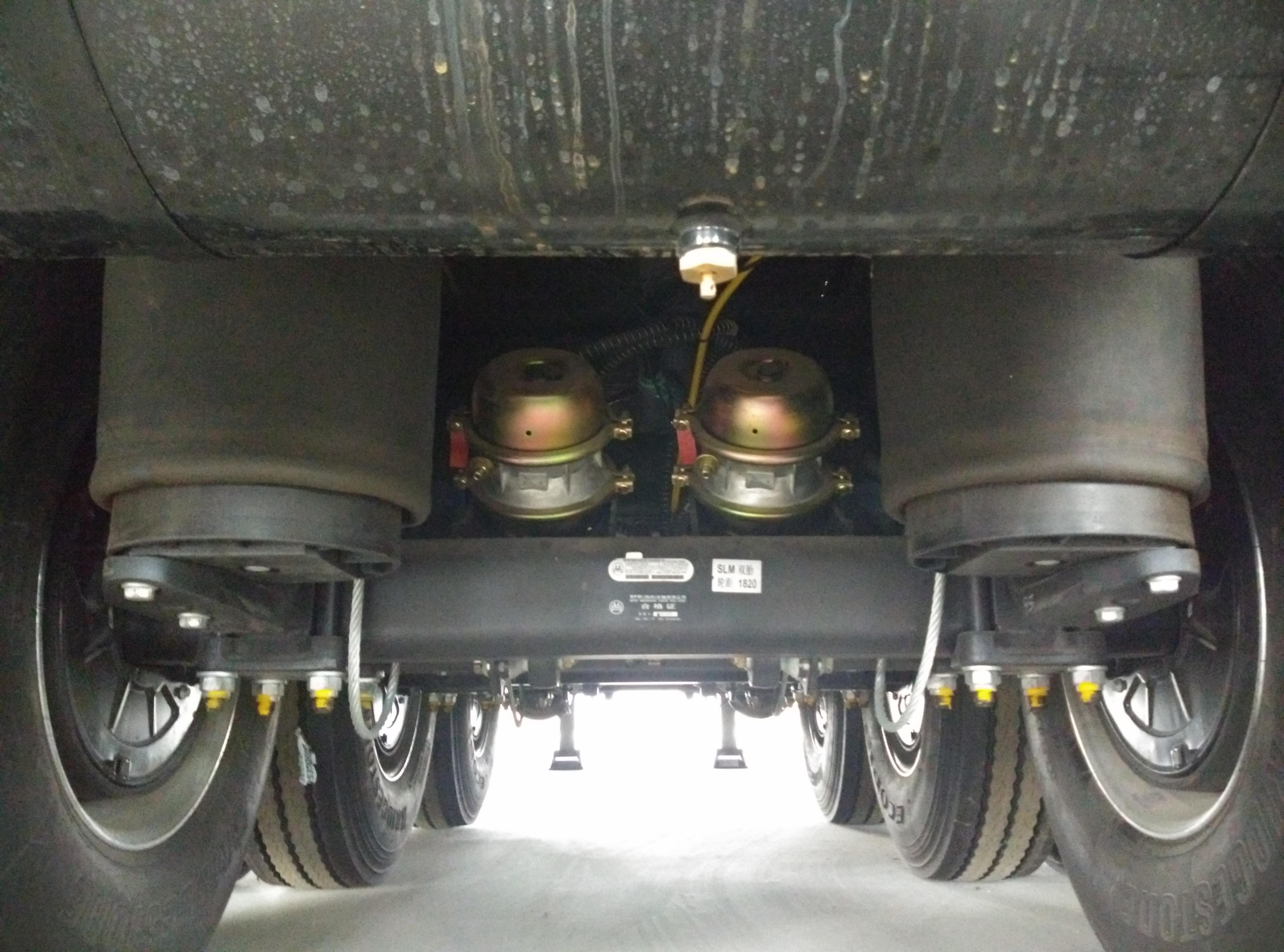 30噸甲醇油罐車罐式車輕量化42立方圖片