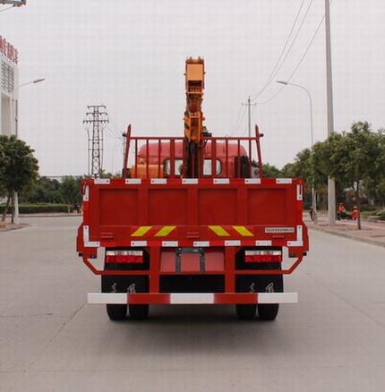 东风4.8米3-5吨随车吊锡柴140马力