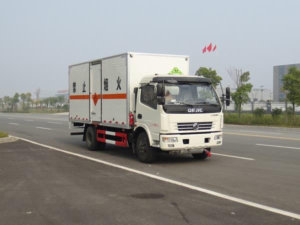 东风小型爆破器材运输车