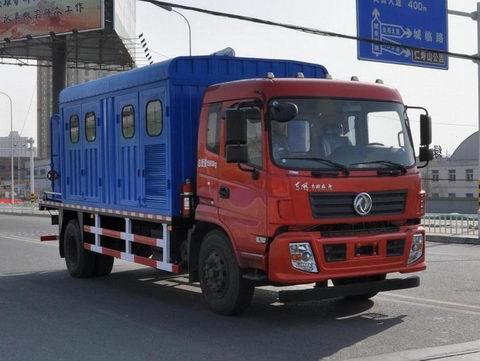 东风153平头锅炉车