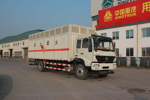 JYJ5181XRQE易燃气体厢式运输车