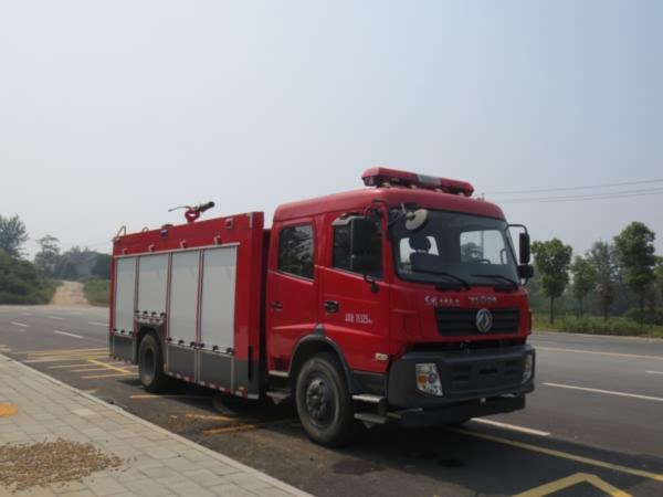 东风153平顶泡沫消防车