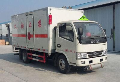 东风小多利卡易燃液体厢式运输车