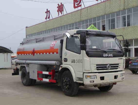 東風多利卡6.8噸運油車(柴汽煤油)