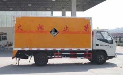 江铃杂项危险物品厢式运输车