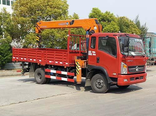 (5-6.3吨吊机)大运随车起重运输车