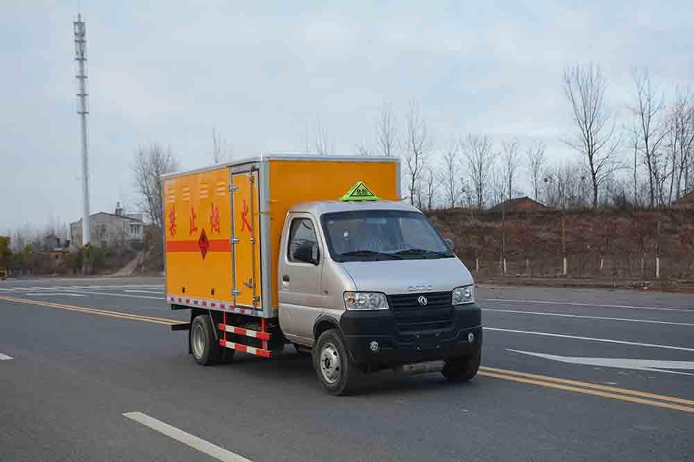 (厢长3.33米)东风俊风易燃气体厢式运输车图片