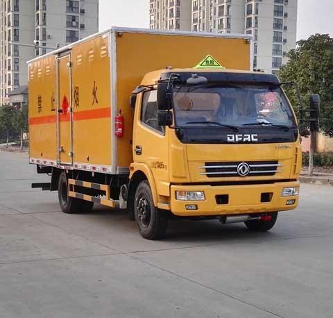 (厢长5.15米)东风D7易燃液体厢式运输车