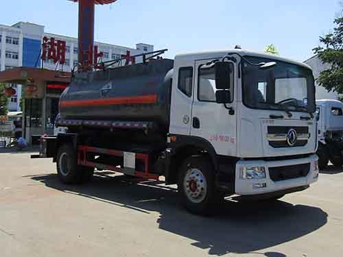 东风10.83立方腐蚀性物品罐式运输车