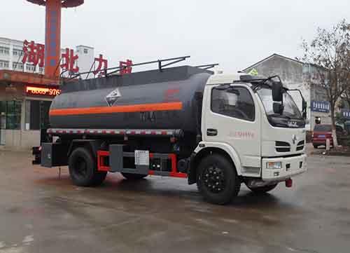 东风多利卡7.44立方腐蚀性物品罐式运输车图片