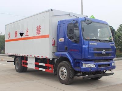 柳汽乘龙6.6米腐蚀性物品厢式运输车