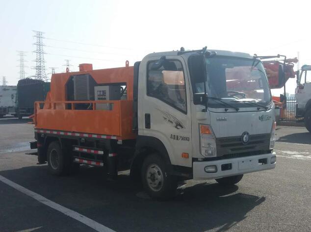 王车载式混凝土输送泵车图片