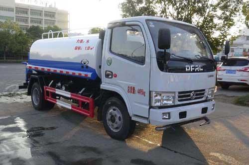 蓝牌东风3吨洒水车