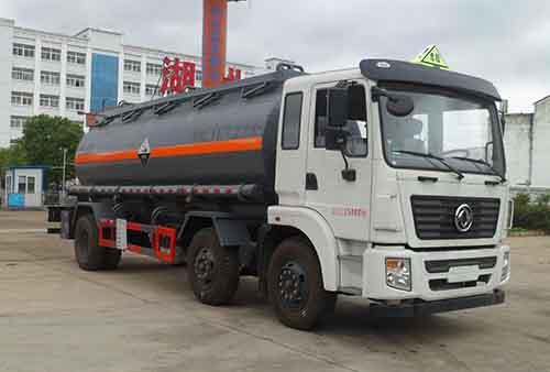 东风小三轴14.68立方腐蚀性物品罐式运输车