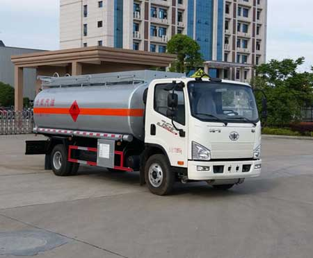 解放9噸加油車