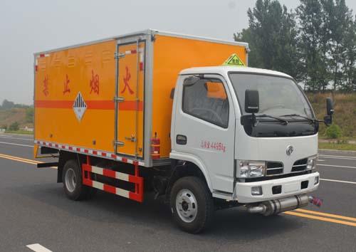 東風多利卡4.2米雜項危險物品廂式運輸車