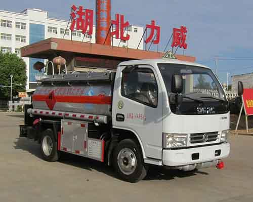 中汽力威牌HLW5040GYY5EQ型运油车