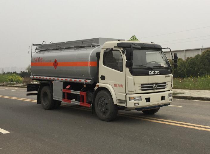 东风多利卡7-9吨加油车