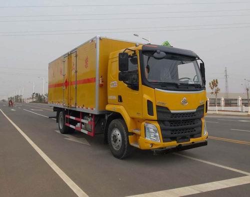 HCQ5180XRYLZ5易燃液体厢式运输车