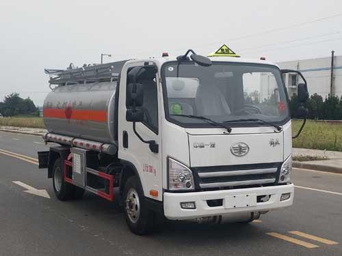 解放5吨运油车