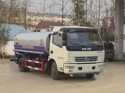 程力威东风8吨洒水车