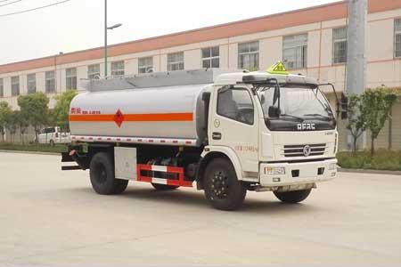 東風多利卡8噸運油車